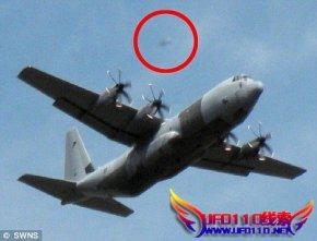 英退休教师拍到神秘UFO紧紧跟踪军事飞机