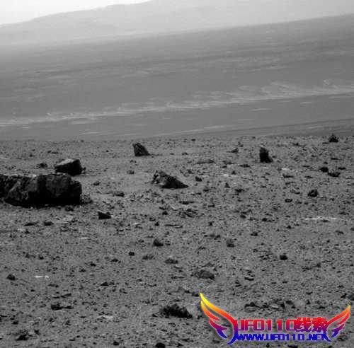 """机遇号火星车拍摄""""奋进""""陨石坑并传回照片"""
