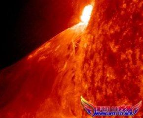 太阳再次发生一次大规模耀斑爆发(图)