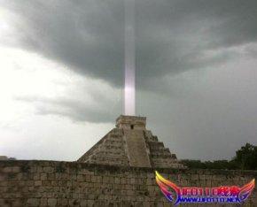 金字塔射出光线,世界末日的预兆?