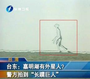 台警察在嘉明湖拍到一张半透明外星人