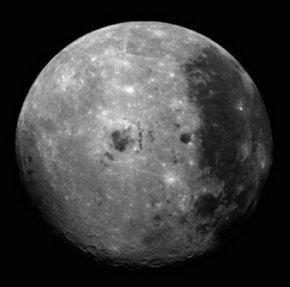 月球的年龄与地球相比