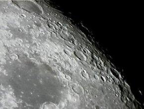 月球表面陨石坑形成