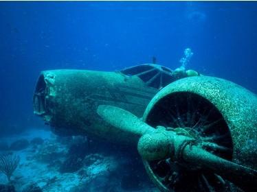 """菲律宾失踪飞机48年再现""""幽灵飞机"""""""