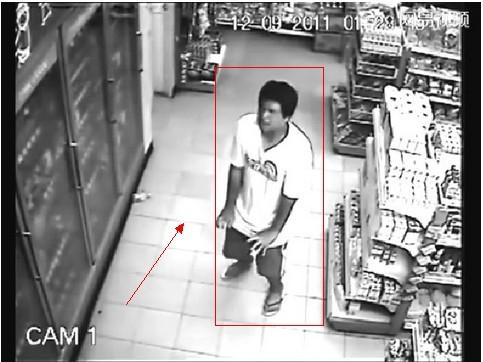 【揭秘】男子超市购物被鬼上身行为属于恶搞