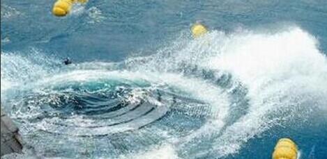 两架UFO都悬浮在海面下