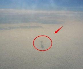 9000米高空发现神秘人影(图)