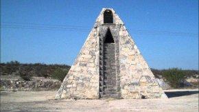 墨西哥农民外星人指示自建7米高金字塔(图)