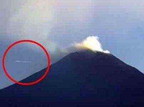 墨西哥火山口多次出现条状ufo
