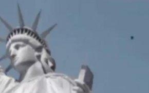 UFO飞过自由女神像头顶,老美都快看呆了!