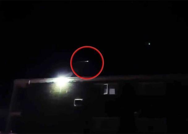 加拿大上空惊现UFO爆炸后的碎片光芒