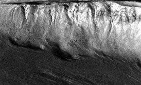 火星适合人类居住再加一个筹码—火星发现深埋冰河