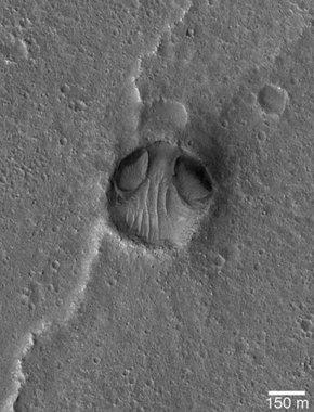美农田外星飞船掩饰成陨石坑