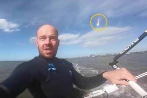 """德国男子海上冲浪玩自拍,意外拍摄到""""火球""""从天而降"""