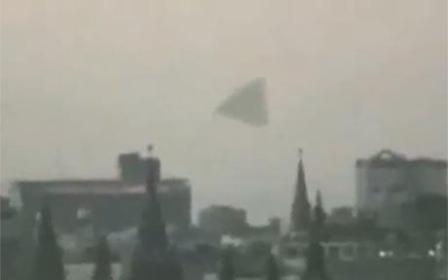 震撼俄罗斯!巨型飞碟红场上空盘旋数小时